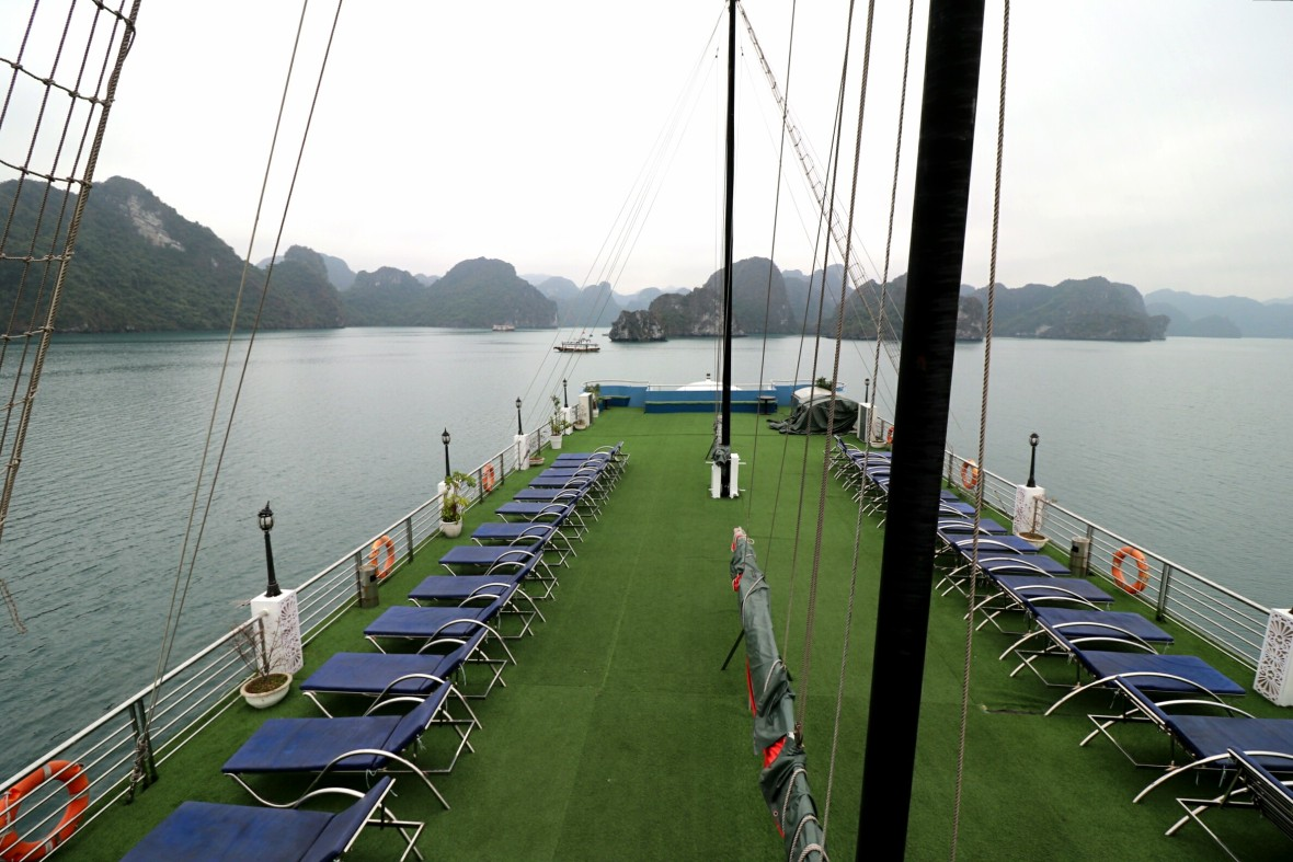Halong-Bay-Cruise-Sundeck