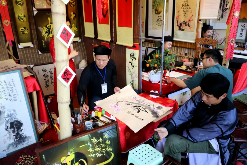 Hanoi-Craft-Market-Calligraphy-Artist