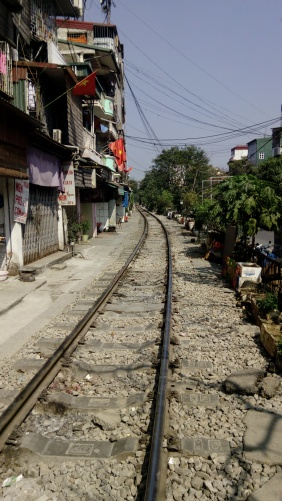 Train-Street-Hanoi-Vertical
